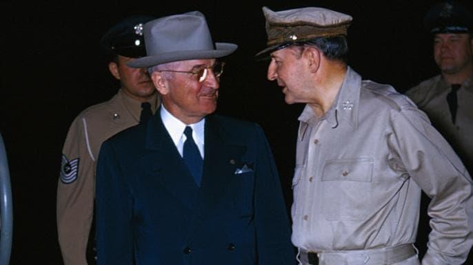 MacArthur vs. Truman: The Showdown That Changed America/H IΣΤΟΡΙΚΗ ΑΝΤΙΠΑΡΑΘΕΣΗ  ΤΟΥ ΣΤΡΑΤΗΓΟΥ  ΝΤΑΓΚΛΑΣ ΜΑΚΑΡΘΟΥΡ ΜΕ ΤΟΝ ΠΡΟΕΔΡΟ ΤΡΟΥΜΑΝ ΓΙΑ ΤΗΝ ΚΙΝΑ.