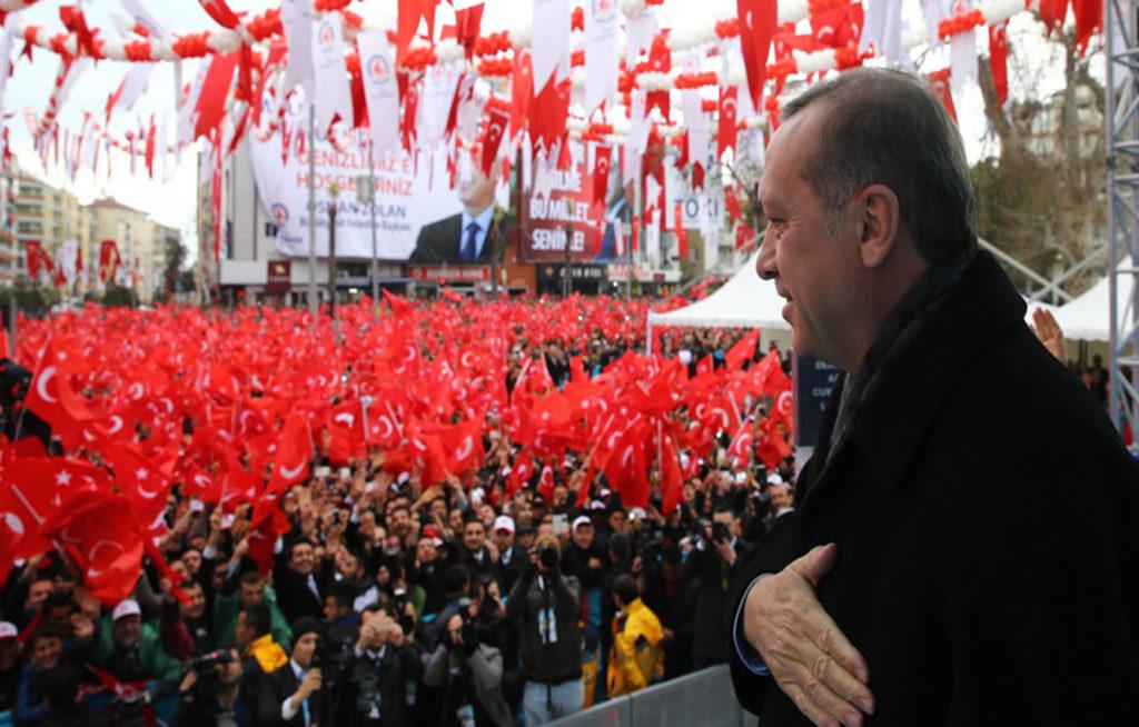 Ποιος μπορεί να σταματήσει ένα θερμό επεισόδιο από τον παρανοϊκό Ερντογάν;